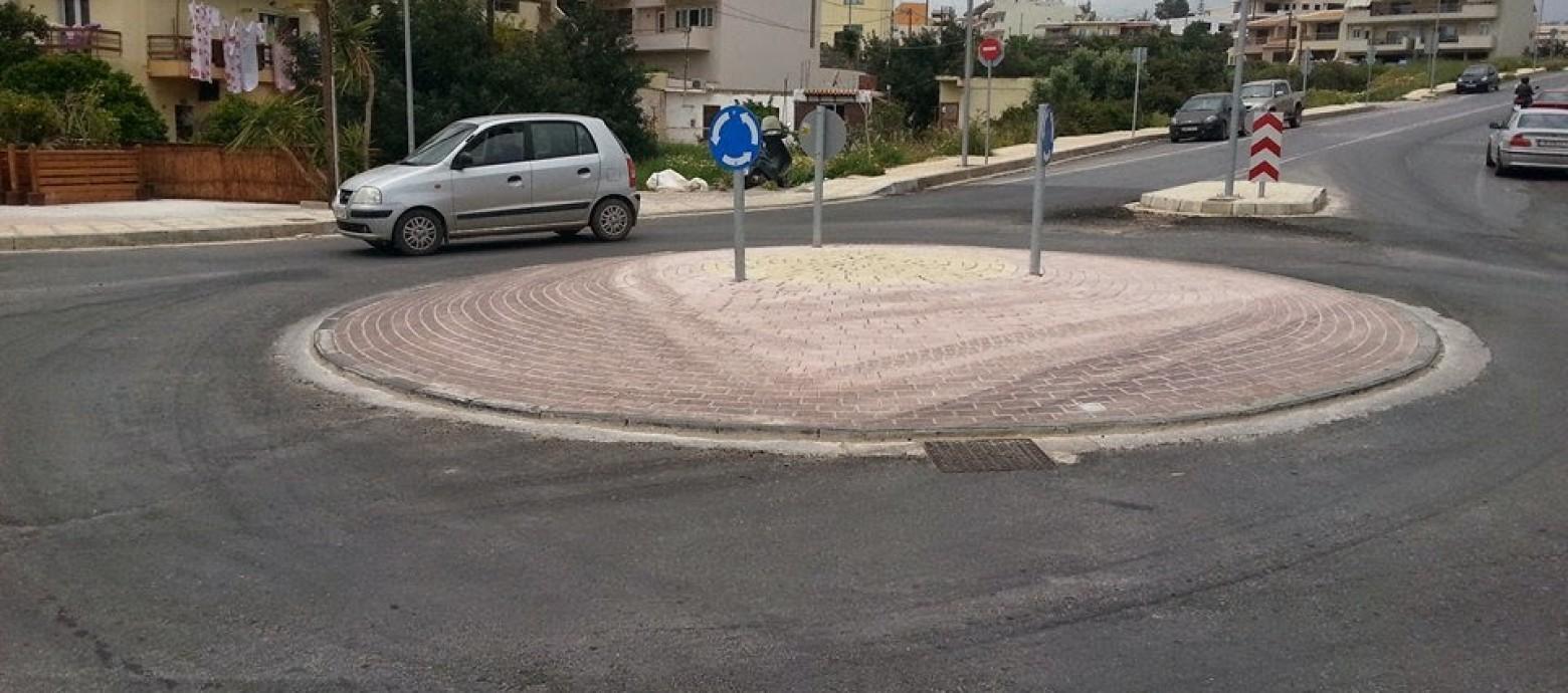 Κρήτη: Κατασκεύασαν κόμβο αλλά το λεωφορείο δεν χωράει!!