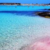 Δεύτερη στον κόσμο η Ελλάδα με 408 βραβευμένες ακτές