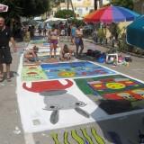 ΜΑΤΑΛΑ: Λίγο πριν το φεστιβάλ γέμισαν οι δρόμοι χρώματα (υπέροχες φώτο)