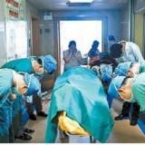 Ομάδα χειρουργών υποκλίνεται  μπροστά σε  11χρονο