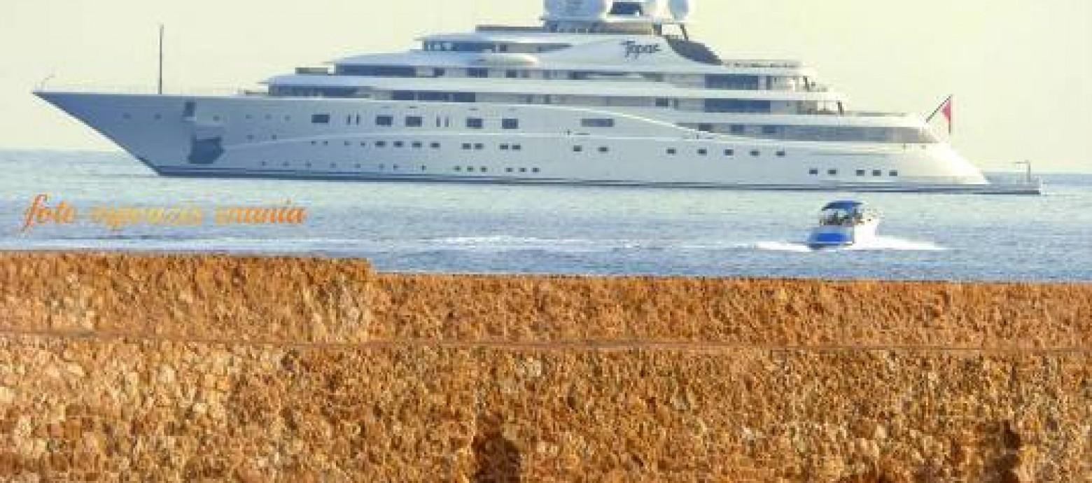 Ο σεΐχης Mansour bin Zayed Al Nahyan, ιδιοκτήτης της Μάντσεστερ Σίτυ στα Χανιά