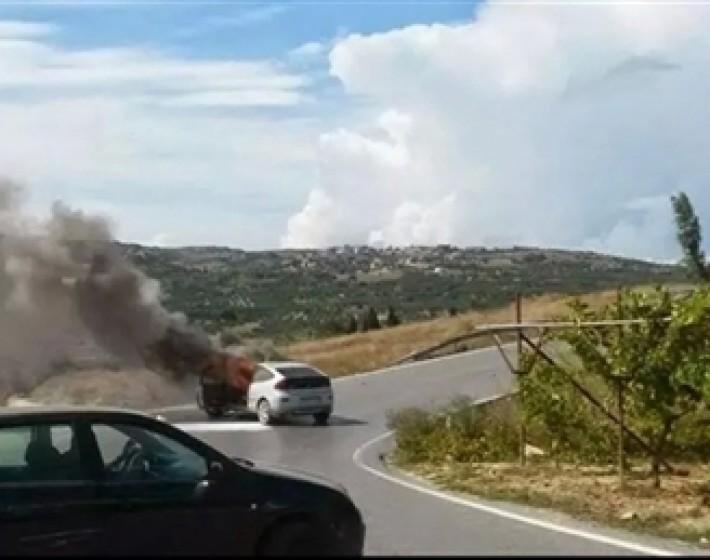 Αυτοκίνητο πήρε φωτιά αμέσως μετά απο  τροχαίο στο Αρκαλοχώρι