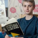 Ο 14χρονος αυτιστικός που έχει υψηλότερο IQ από τον Αϊνστάιν – Απειλεί τη θεωρία της σχετικότητας και πάει για Νόμπελ