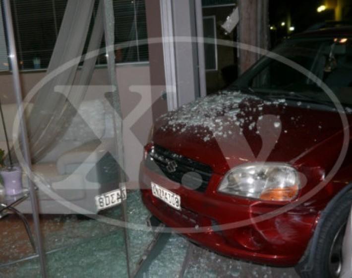 Χανιά: Αυτοκίνητο μπήκε σε βιτρίνα ιατρείου
