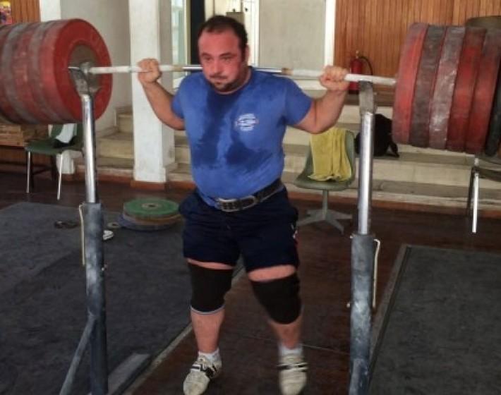 Τάσος Τριανταφύλλου – Ο Ηρακλειώτης αθλητής θα προσπαθήσει να καταρρίψει το παγκόσμιο ρεκόρ των 335 κιλών