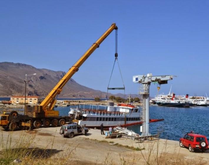 Ανελκύστηκε το βυθισμένο «Gramvousa Βay» απο το λιμάνι της Κισάμου