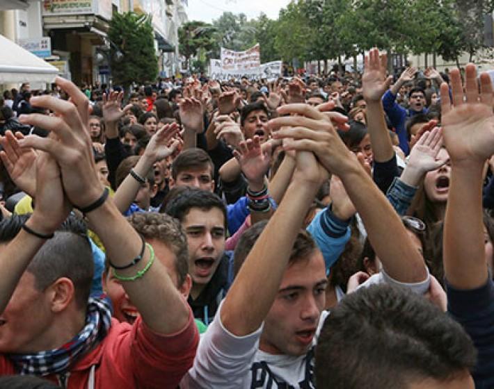 Παγκρήτια συμμετοχή στην απεργία με τους μαθητές στην πρώτη γραμμή