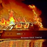 Στις φλόγες τυλίχτηκε γιοτ 30 μέτρων στη μαρίνα του Αγίου Νικολάου