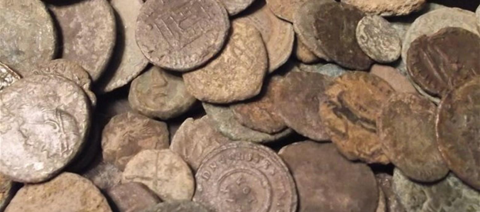 Συνελήφθη 59χρονος με 5.799 αρχαία νομίσματα και όπλα