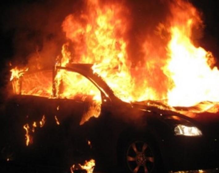 Φωτιά σε παρκαρισμένο αυτοκίνητο στην εθνική Ιεράπετρας-Αγίου Νικολάου