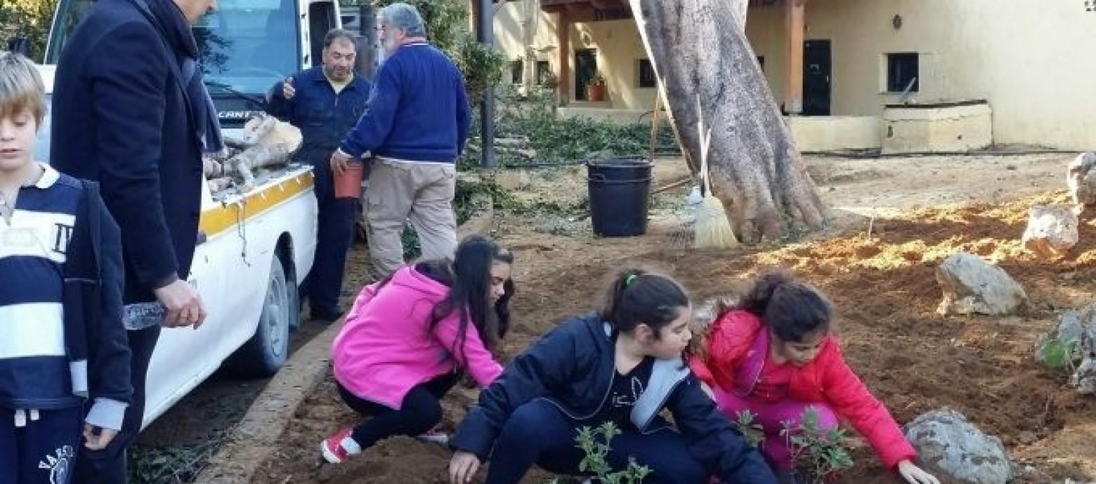 Μαθητές φύτεψαν λουλούδια στο Πάρκο Γεωργιάδη