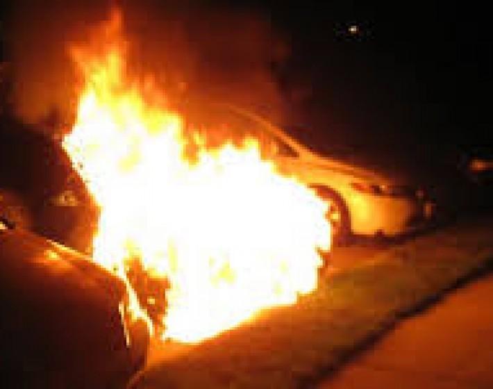 Φωτιά πήραν τρία αυτοκίνητα στο Ηράκλειο