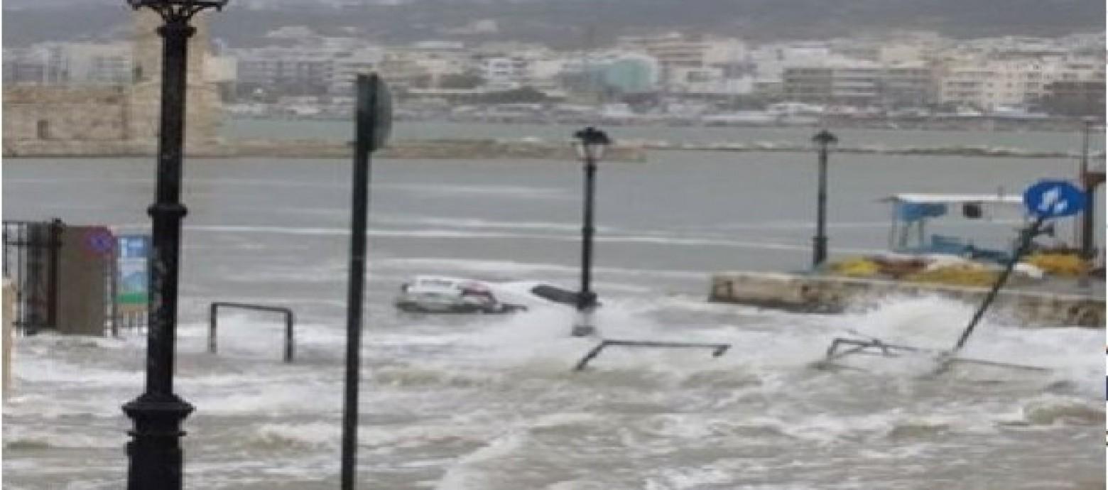 Αυτοκίνητο κατέληξε στον πυθμένα του ενετικού λιμανιού του Ρεθύμνου