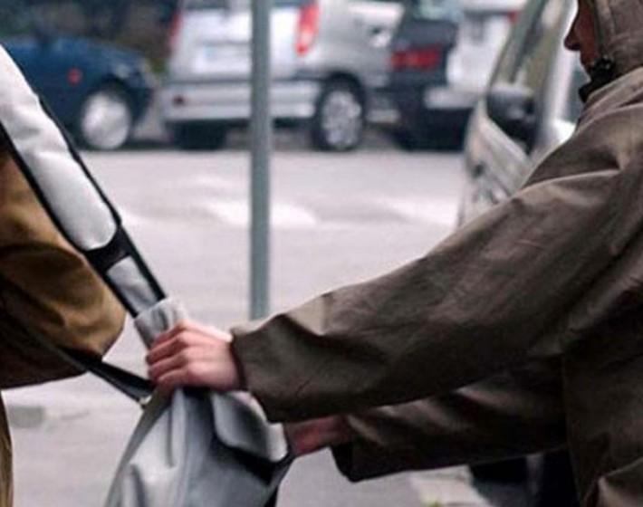 Τσαντάκηδες με αυτοκίνητο αναζητά η Αστυνομία στο Ηράκλειο