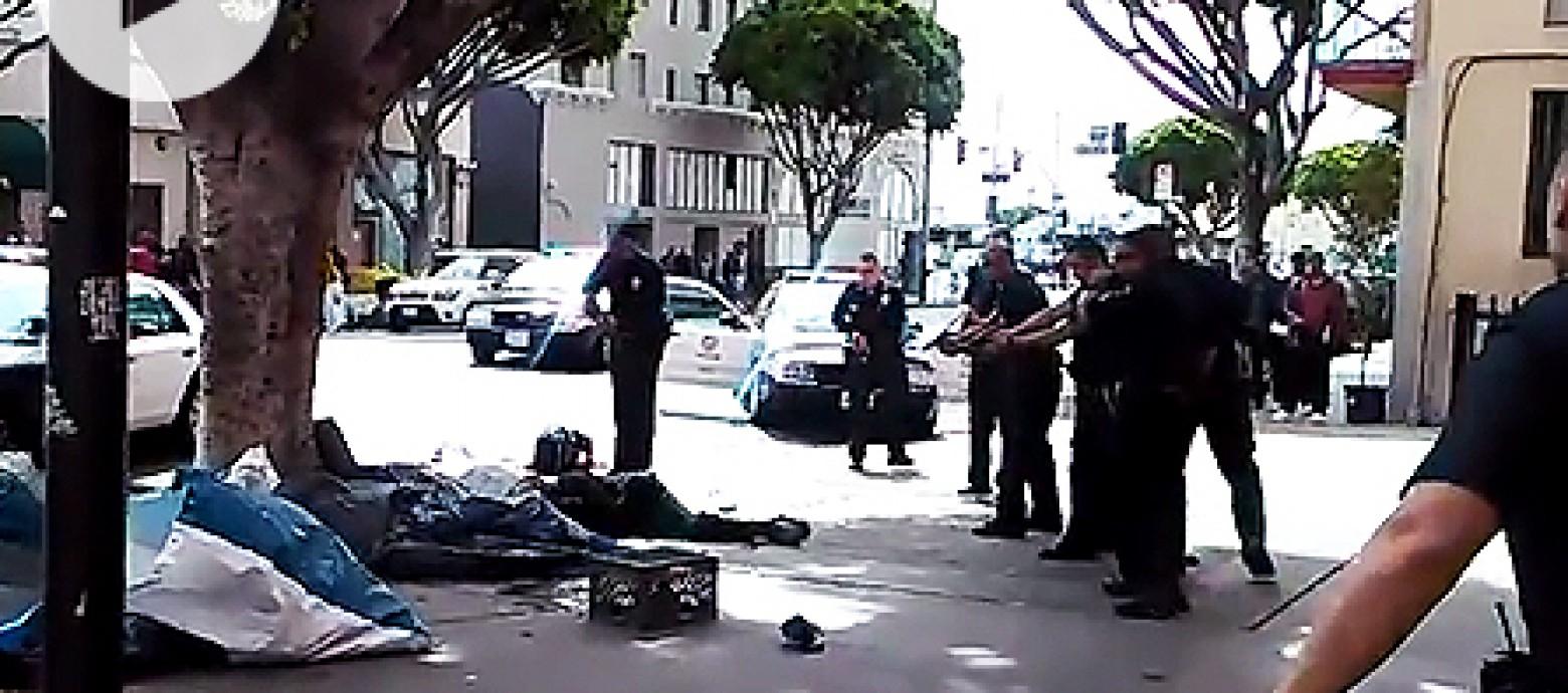 Αστυνομικός πυροβόλει θανάσιμα άστεγο (βιντεο)
