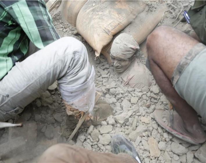 Στους 3.326 ο αριθμός των  νεκρών και 6.500 οι τραυματίες από τον ισχυρό σεισμό  Νεπάλ