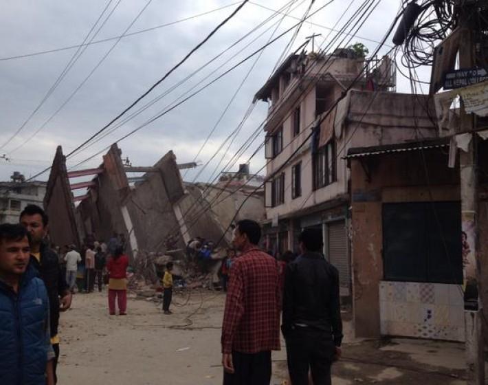 Ισχυρός σεισμός 7,5 ρίχτερ στο Νεπάλ – Δύο νεκρά κορίτσια από το σεισμό