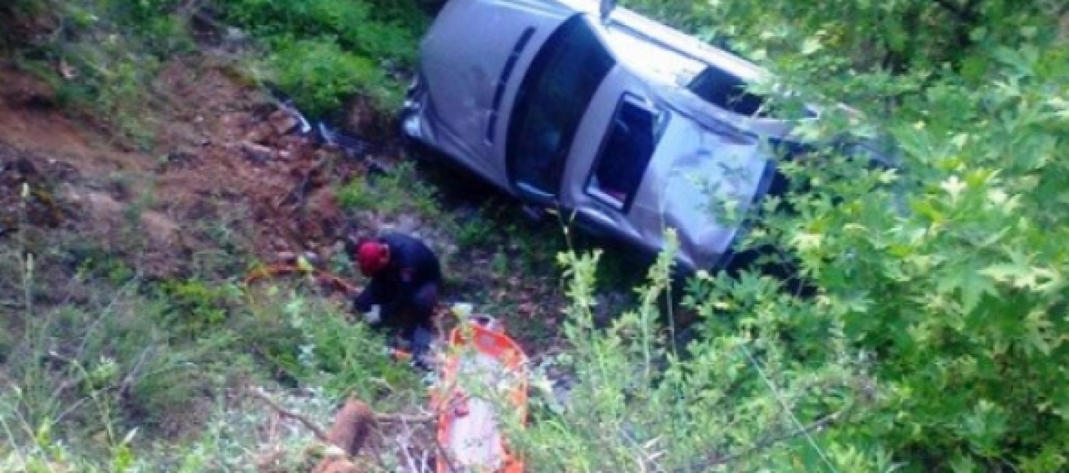 Αυτοκίνητο έπεσε σε γκρεμό στη Βιάννο