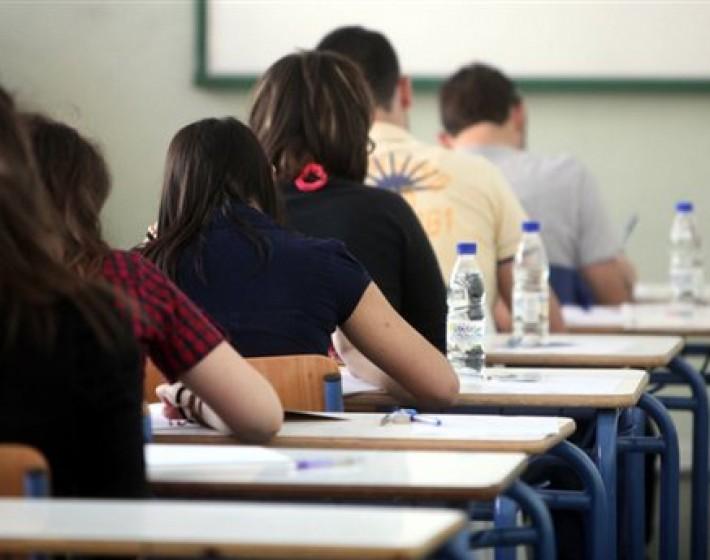 Με τα μαθήματα των Αρχαίων Ελληνικών και των Μαθηματικών συνεχίζονται οι πανελλαδικές εξετάσεις