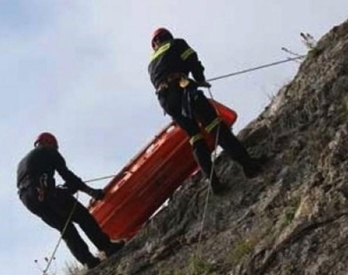 Αυτοκίνητο έπεσε σε χαράδρα 60 μέτρων στη Ρογδιά