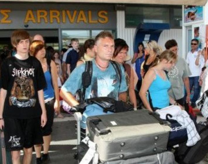 Μαζικές αφίξεις τουριστών το Σαββατοκύριακο στο «Νίκος Καζαντζάκης»