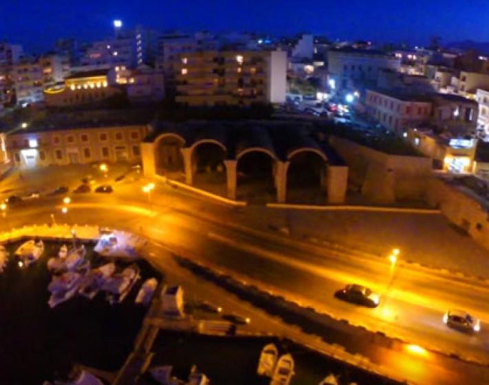 Νυχτερινή βόλτα στην πόλη του Ηρακλείου (βιντεο)