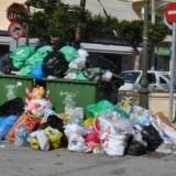 Σκουπίδια «έπνιξαν» το Ηράκλειο
