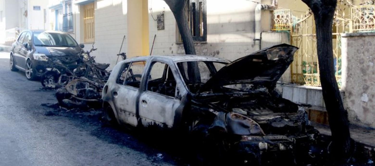 Ηράκλειο: Μπαράζ πυρκαγιών σε αυτοκίνητα και μηχανάκια