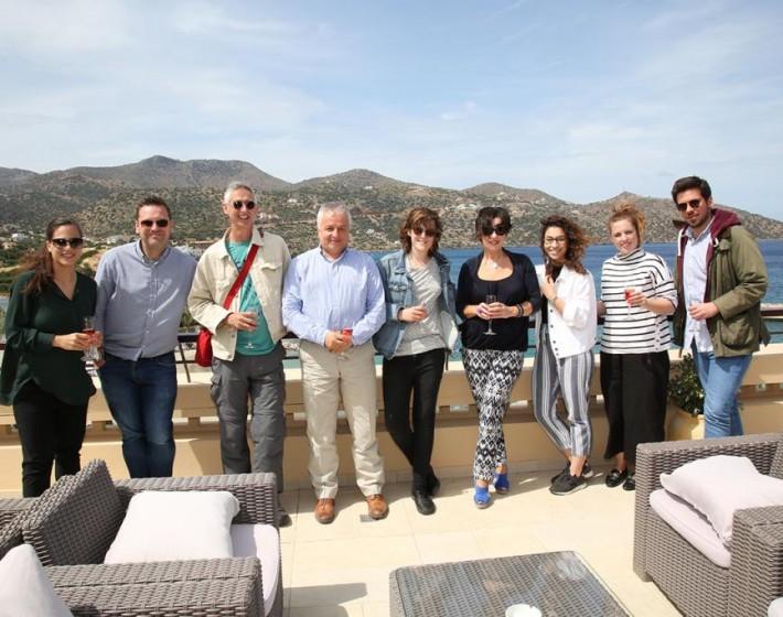 Άγγλοι Δημοσιογράφοι προωθούν Κρήτη και Σαντορίνη