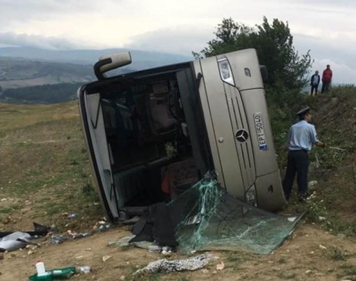 Ανετράπη λεωφορείο που μετέφερε μαθητές στις Σέρρες