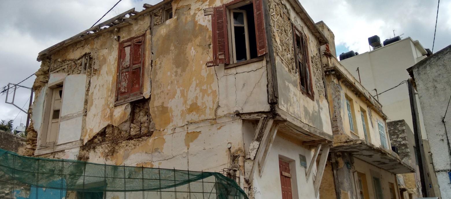 """Σκανάρουν τα """"πληγωμένα"""" κτίρια του Ηρακλείου απο κοινού ΠΟΛΕΟΔΟΜΙΑ και ΤΕΕ/ΤΑΚ"""
