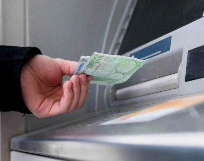 Απο 1η Ιουνίου υποχρεωτικά μέσω τραπεζών οι μισθοί στον ιδιωτικό τομέα