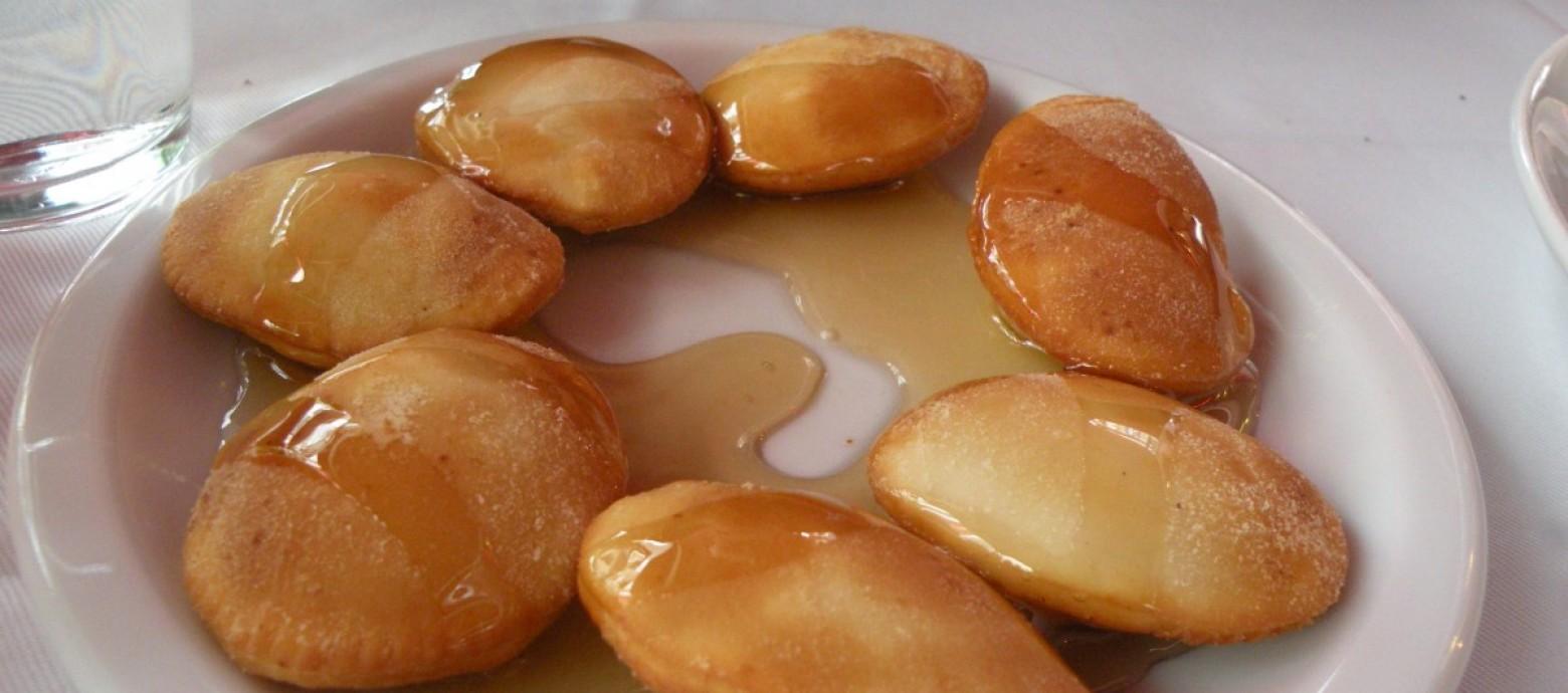 ΚΡΗΤΙΚΕΣ ΣΥΝΤΑΓΕΣ: Μυζηθροπιτάκια με μέλι