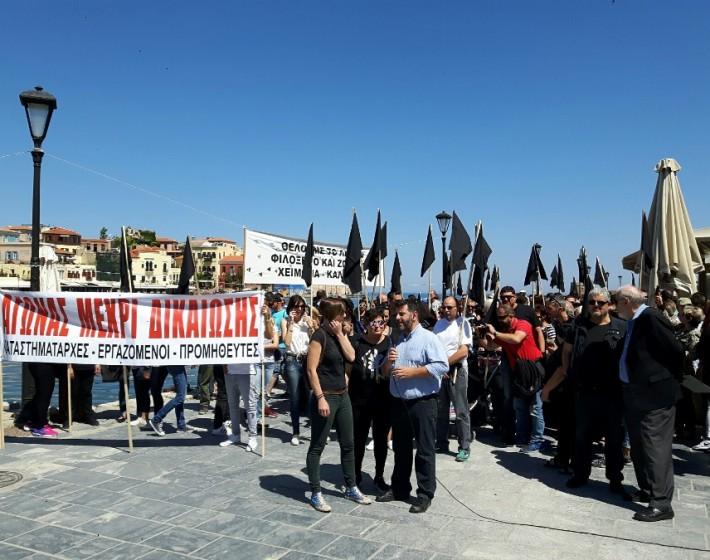 Χανιά: Με μαύρες σημαίες οι καταστηματάρχες στο Ενετικό Λιμάνι