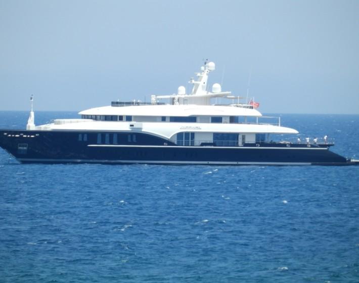 Στα Χανιά για τα γενέθλιά του ο πλουσιότερος Έλληνας