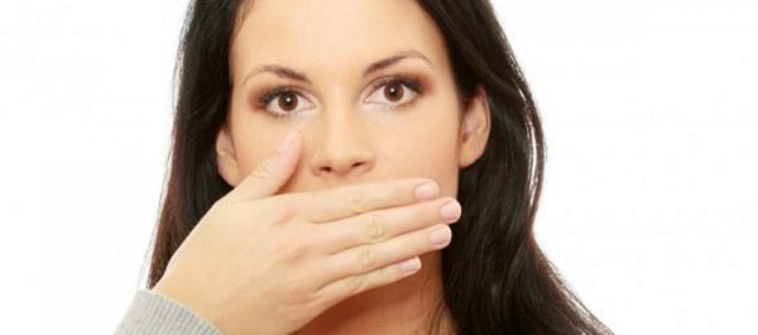 Τρεις τροφές ενάντια στην κακοσμία του στόματος