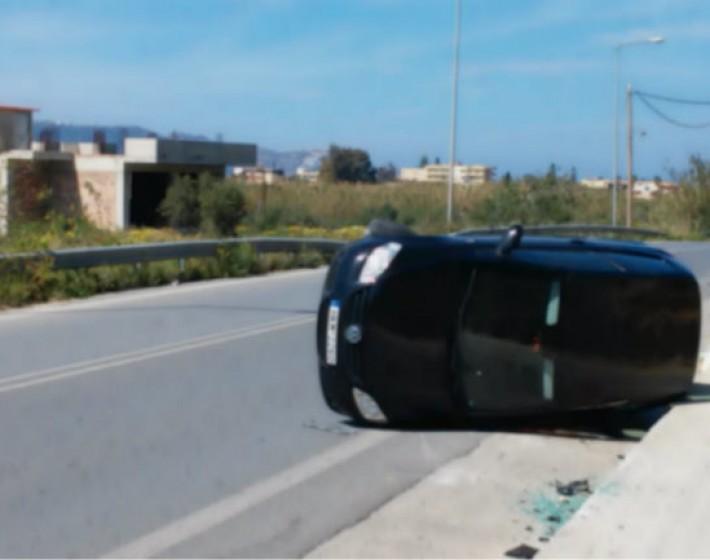 Αυτοκίνητο «τούμπαρε» στην παλιά εθνική