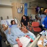 Τα τραυματισμένα παιδιά του Μάντσεστερ επισκέφθηκε η βασίλισσα Ελισάβετ