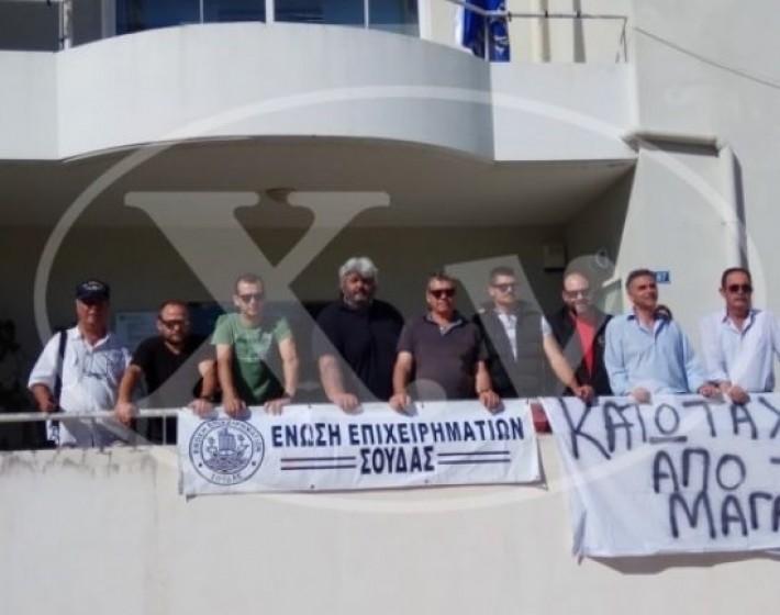 Χανιά: Κατάληψη της Πολεοδομίας από καταστηματάρχες
