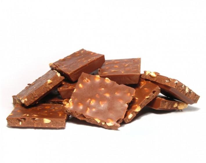 Γέμισε η Εθνική οδός Χανίων  – Ρεθύμνου σοκολάτες αμυγδάλου