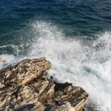Άνδρας έπεσε στα βράχια στο λιμανάκι της Νέας Αλικαρνασού