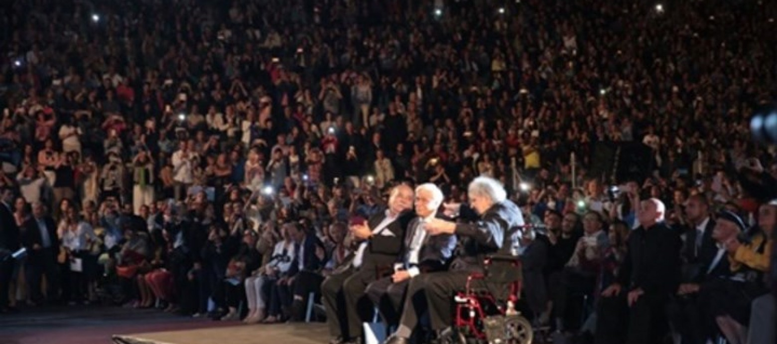 Αποθεώθηκε ο Μίκης Θεοδωράκης στη συναυλία στο Καλλιμάρμαρο