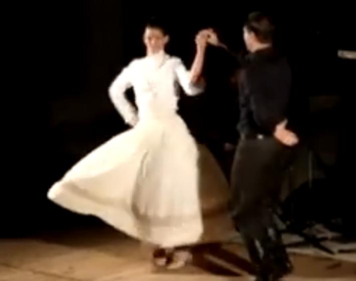 «ΣΟΥΣΤΑ» Ο Κρητικός ερωτικός χορός(video)