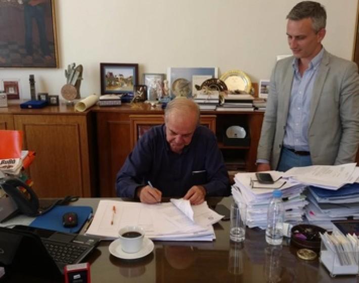 Σύμβαση για την τσιμεντόστρωση αγροτικών δρόμων στους οικισμούς του Ηρακλείου