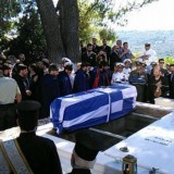 Με ριζίτικα και χειροκροτήματα αποχαιρέτησε η Κρήτη τον Κωνσταντίνο Μητσοτάκη