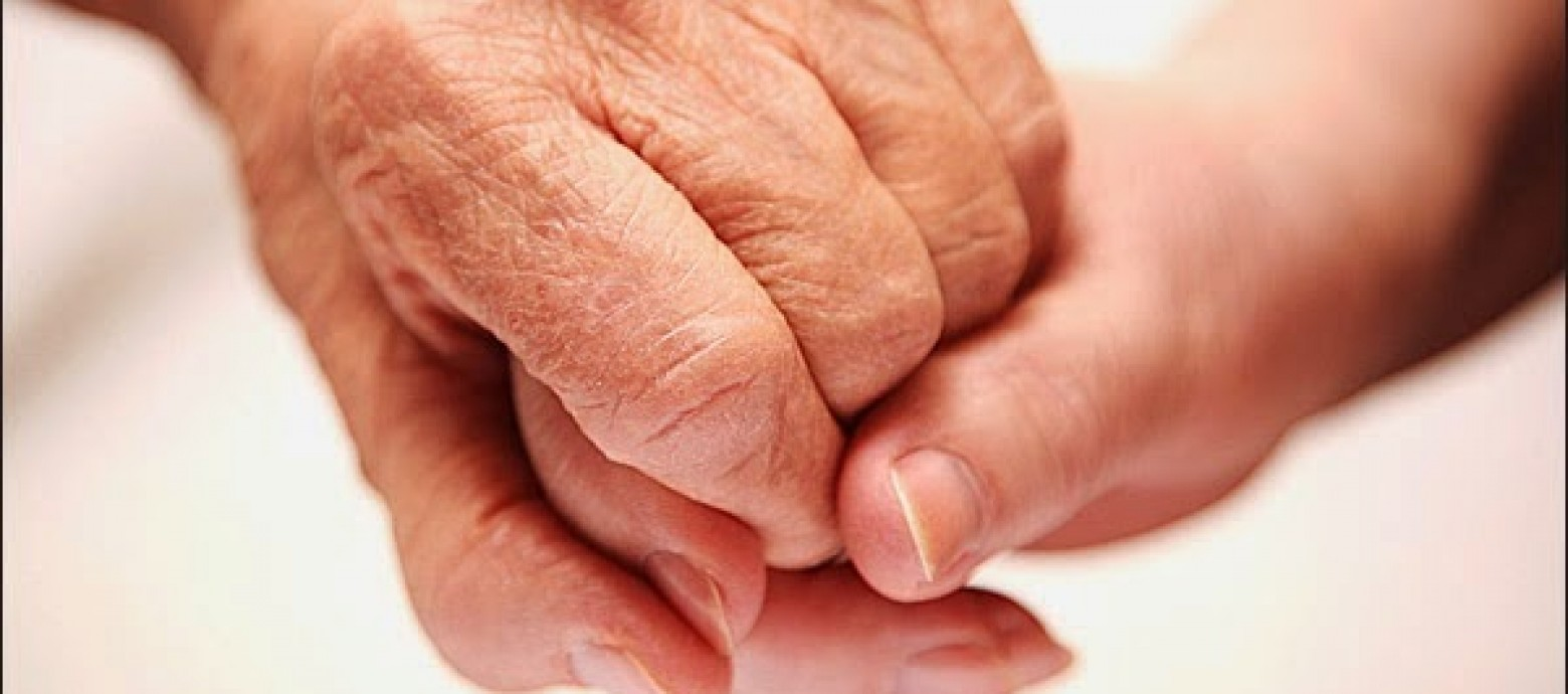 Συμπαραστεκόμαστε και προστατεύουμε τους ηλικιωμένους
