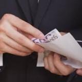 Σύλληψη δύο κρητικών εφοριακών στη Ρόδο με προσημειωμένα χαρτονομίσματα