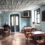 Ηράκλειο: Έμενε σε σπηλιά – Τον βρήκαν… στο καφενείο