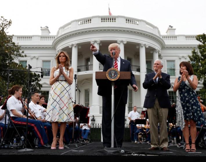 Η Μελάνια Τραμπ στον Λευκό Οίκο με φόρεμα Ελληνίδας σχεδιάστριας