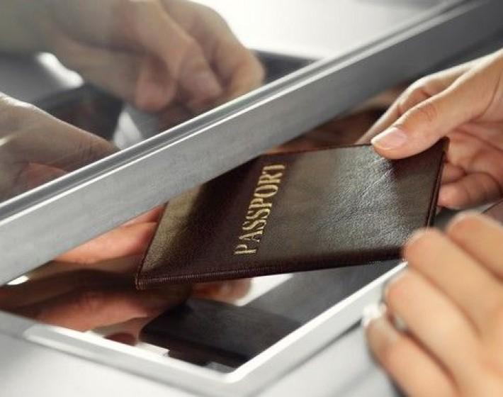 Δεκαοκτώ συλλήψεις για πλαστά έγγραφα στο αεροδρόμιο Ηρακλείου